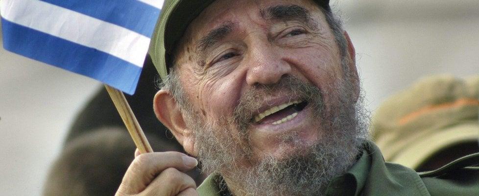 È morto Fidel Castro, portò la rivoluzione a Cuba. Il sogno con il Che, la dittatura, la malattia
