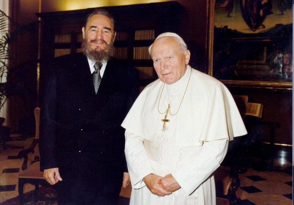 Fidel Castro, il rivoluzionario comunista che incontrò tre Papi