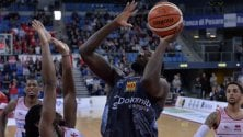Basket, Trento ritrova il sorriso: Craft e Lighty firmano il colpo a Pesaro