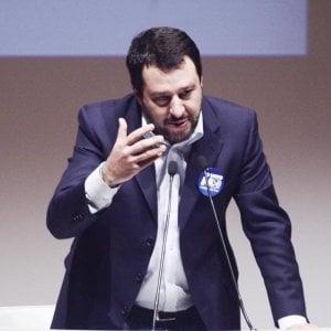 """Lega, Bossi chiede il congresso: """"La base è stufa di Salvini"""""""