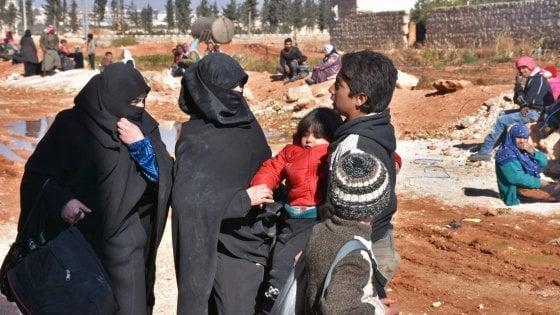 Siria, continua l'offensiva del regime: 4.000 civili fuggono da Aleppo-est, in mano ai ribelli