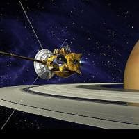 La sonda Cassini pronta a tuffarsi fra gli anelli di Saturno