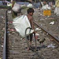 India, la radio itinerante che denuncia la diffusa schiavitù