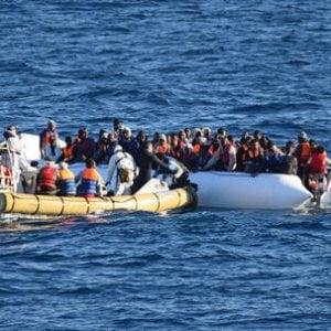 """Migranti, l'ultima frontiera nei porti italiani è lo sbarco """"fai da te"""""""