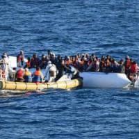 Migranti, l'ultima frontiera nei porti italiani è lo sbarco