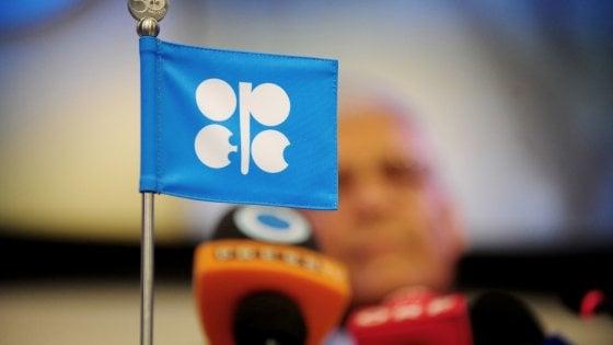 Il mercato non si fida dell'Opec: petrolio giù. Borse, si allarga la forbice Italia-Ue
