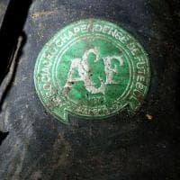 Aereo precipitato in Colombia: il simbolo della Chapacoense tra i resti del veivolo