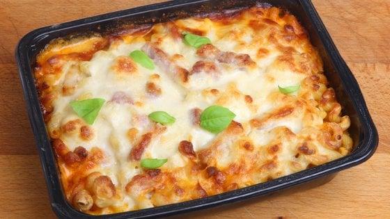 Addio ai fornelli, gli italiani non hanno più voglia di cucinare