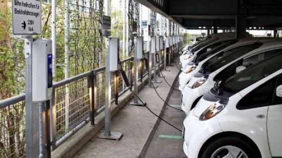 Auto elettrica, Vw, Bmw, Daimler e Ford si alleano per la maxi-rete di distributori Ue