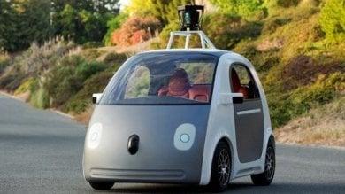 Viaggiare senza pilota, la svolta europea dell'auto: dal 2019 strade digitalizzate