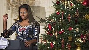 Usa, l'ultimo Natale degli Obama alla Casa Bianca: gli addobbi del presidente