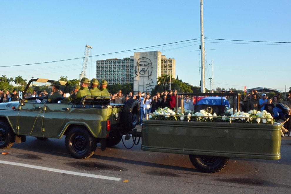 Cuba, le ceneri di Fidel Castro lasciano l'Avana verso Santiago