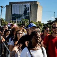 Cuba, le ceneri di Fidel Castro a Santa Clara: ideale ultimo abbraccio al Che