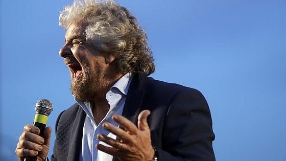 """Referendum, Grillo: """"Denunceremo Renzi per il quesito sulla scheda"""". Il premier: """"Nuova legge elettorale in 3 mesi"""""""