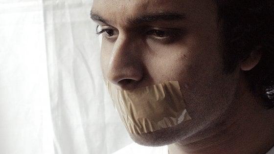 """Internet, la paura di molestie ci autocensura: """"Ragazze e minoranze più a rischio"""""""