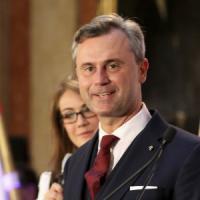 Austria, domenica si rifà il ballottaggio per il presidente. Il favorito Hofer sceglie...