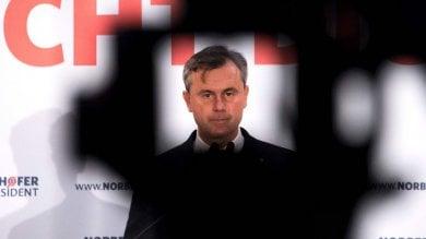 Austria, domenica si rifà il ballottaggio per il presidente. Il favorito Hofer sceglie toni meno aggressivi