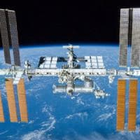 Un satellite per ripulire i rifiuti spaziali che orbitano attorno alla Terra