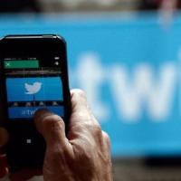 Twitter, Moments ora anche su smartphone
