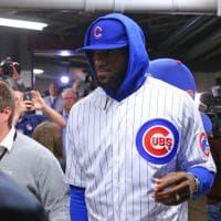 Basket Nba, Lebron perde la scommessa e si veste da giocatore di baseball