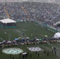 Chapecoense, le salme arrivate in Brasile: in 100mila allo stadio