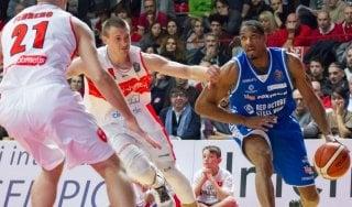 Basket, Serie A: Cantù vince il derby lombardo, crisi nera per Varese