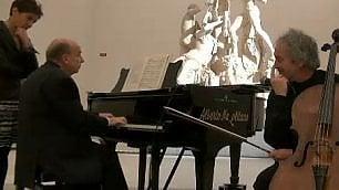 Dal referendum a Schubert Zagrebelsky si esibisce al piano