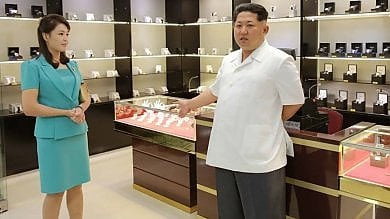 Foto  Nord Corea, moglie di Kim Jong-un ricompare in pubblico dopo nove mesi