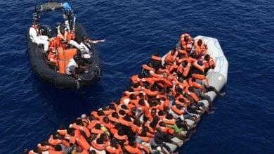 Migranti, nuova tragedia al largo della Libia: 16 vittime, salvati 800 profughi