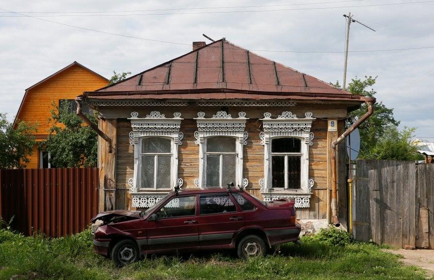 Le antiche case russe che rischiano di scomparire for Immagini case antiche interni