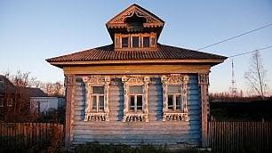 Le antiche case russe che rischiano di scomparire