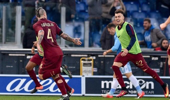 """Roma, festa derby con 3000 tifosi. Nainggolan: """"E ora battiamo Milan e Juve"""""""