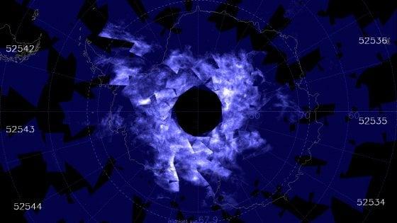 Le notti dell'Antartide si tingono di blu