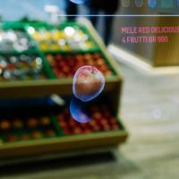 App e realtà aumentata tra i banchi di frutta e verdura: è il Supermercato