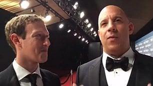 Zuckerberg ipnotizzato dall'attore Mark fissa in estasi Vin Diesel