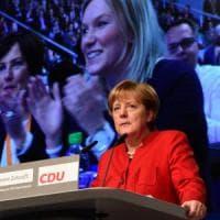 """Merkel: """"Niente burqa e sharia in Germania. Non tutti i migranti possono restare"""""""