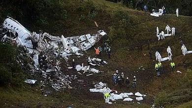 Aereo caduto in Colombia   video   arrestato direttore, fugge funzionaria
