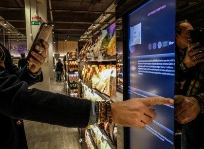 Prove tecniche di supermercati del futuro, tra touch screen e chioschi con gli idraulici
