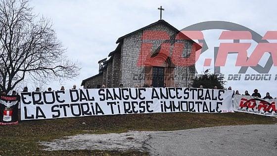 Saluti nazisti e croci runiche: viaggio dentro la comunità che nega l'Olocausto