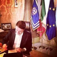 """Renzi alle 19 si dimette: """"Tutti i partiti formino un governo, o al voto"""". In Senato..."""