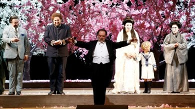 Butterfly, 13 minuti di applausi alla Scala contestazioni fuori dal teatro   video     foto