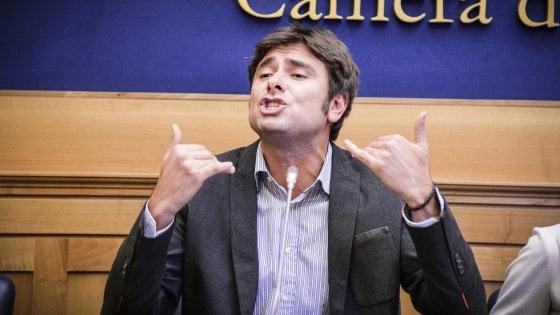 """Di Battista (M5s): """"Dal fisco ai migranti ecco il programma. Vogliamo referendum sull'euro"""""""