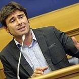 """Di Battista: """"Il programma M5s dal fisco ai migranti.  Sì a referendum sull'euro"""""""