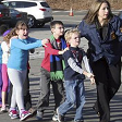 """Usa, la follia complottista di chi difende le armi libere """"A Sandy Hook strage finta"""" E minacciano padre vittima"""