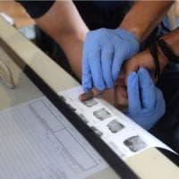 Migranti, Ue: chiusa procedura contro Italia e Grecia su raccolta impronte
