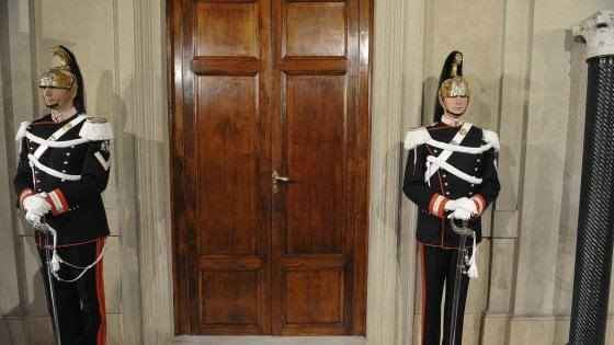 """Crisi governo, Gentiloni due volte a Palazzo Chigi. Di Battista: """"Pd risolve suoi problemi non del Paese"""""""