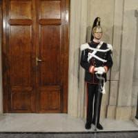 Renzi, Gentiloni e Padoan riuniti a Palazzo Chigi. Al Quirinale oggi è