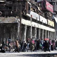 """Siria, ripresi i bombardamenti ad Aleppo est. Lavrov: """"Continueranno finché ci saranno..."""