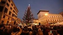 Regali di Natale, la profumeria non tramonta mai. Smartphone giù