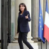 """Anne Hidalgo: """"Ai divieti di Le Pen sui bambini stranieri la mia Parigi risponde con..."""